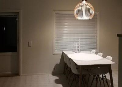 tausta-keittio-poyta-lamppu
